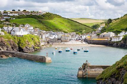 port-isaac-gettyimages-150854836